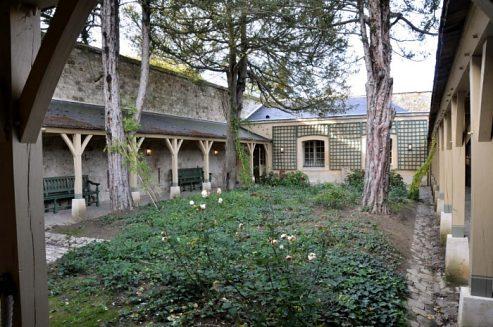 La Cour de la maison du Suisse au Petit Trianon Verspt10