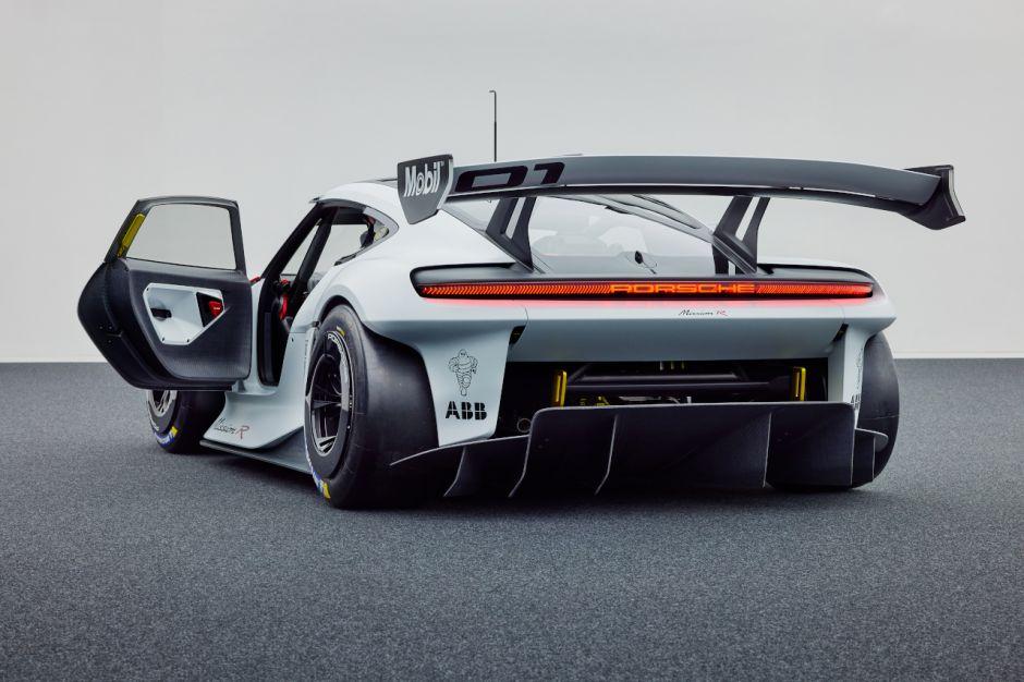 Porsche concept Mission R 30082110