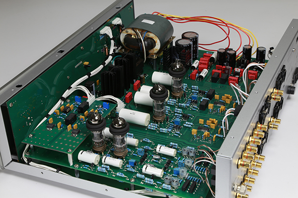 Audio Research SP20 Preamp (Used) Showim10