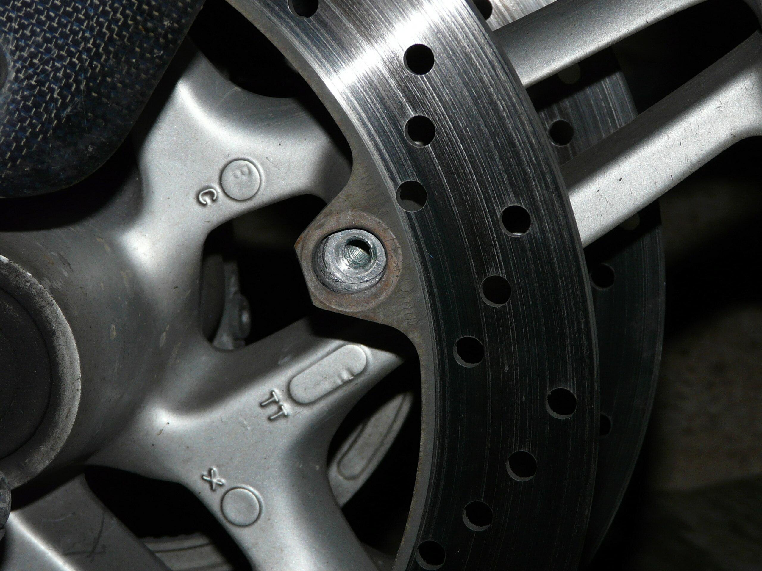 [Résolu] Disque de frein qui bouge P1120310