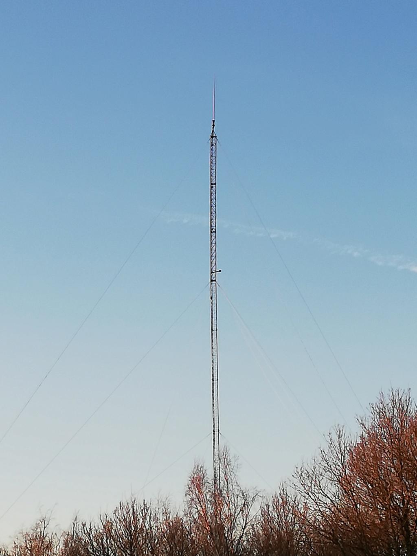 Recherche information sur pylône dans la nature ? Img_2010