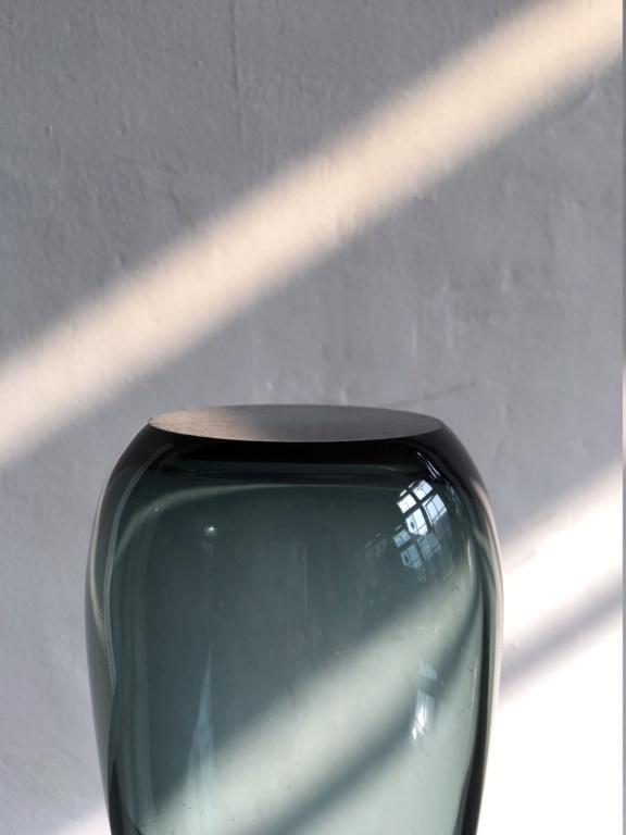 Who designed this vase? Img_6010