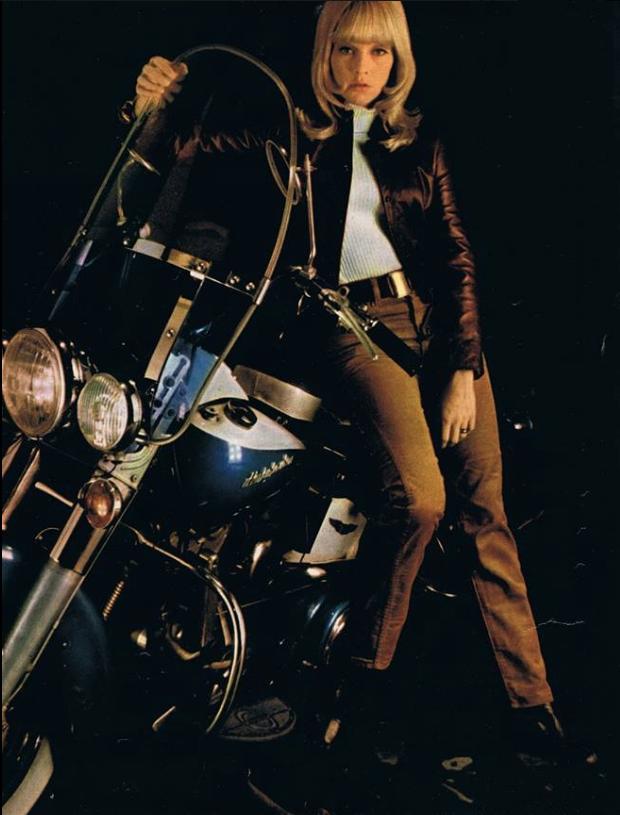 Ils ont posé avec une Harley, uniquement les People - Page 35 Capt1183