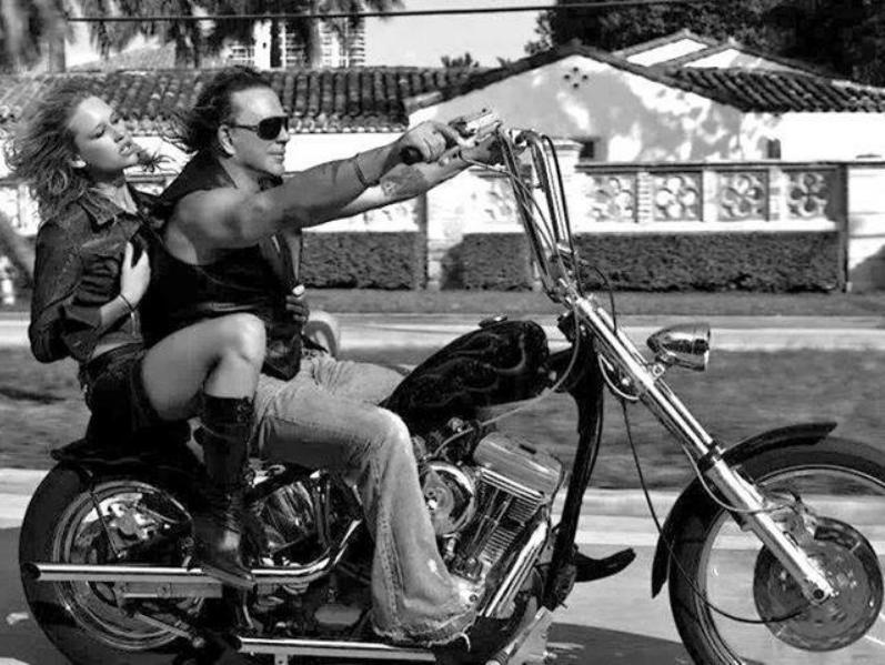 Ils ont posé avec une Harley, uniquement les People - Page 39 Capt1631