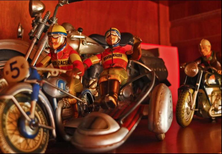 Jouets, jeux anciens et miniatures sur le monde Biker - Page 24 Capt1730