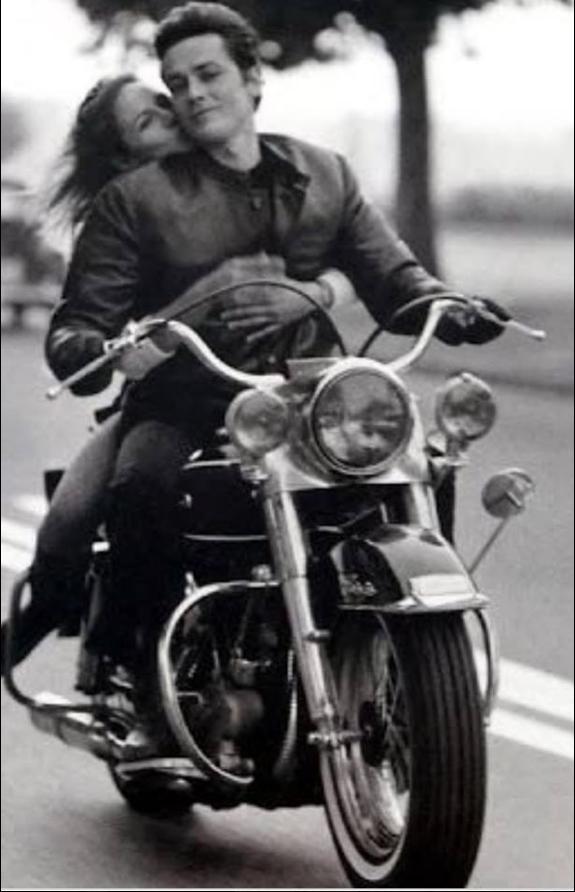 Ils ont posé avec une Harley, uniquement les People - Page 8 Capt4621