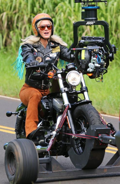 Ils ont posé avec une Harley, uniquement les People - Page 9 Capt4636