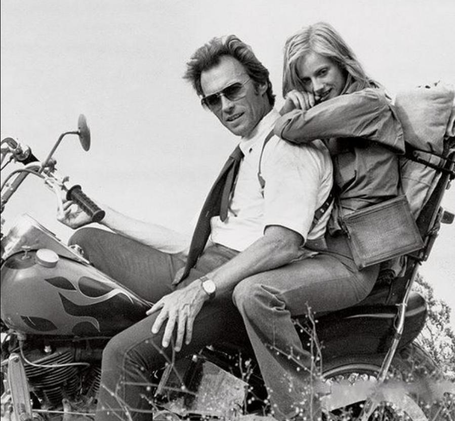 Ils ont posé avec une Harley, uniquement les People - Page 18 Capt5566