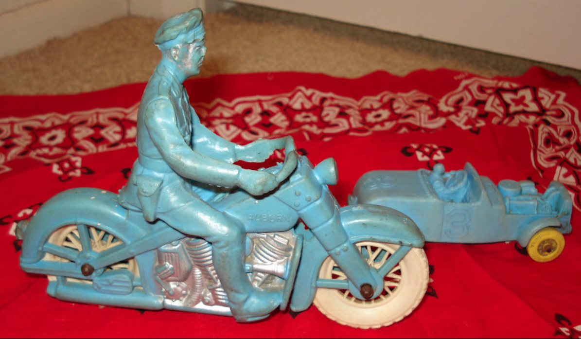 Jouets, jeux anciens et miniatures sur le monde Biker - Page 24 Captu605