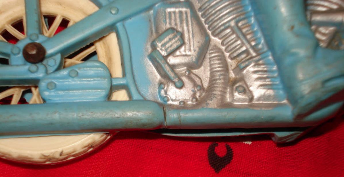 Jouets, jeux anciens et miniatures sur le monde Biker - Page 24 Captu608