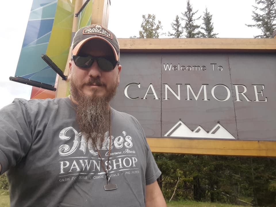 Welcome to Canmore ! Tous les citoyens respectueux de la loi sont les bienvenue ! 71069910