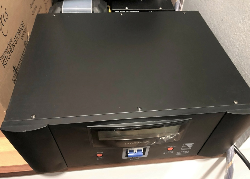 Soundstage SER-6000 Auto Voltage Regulator (sold) Img_1827