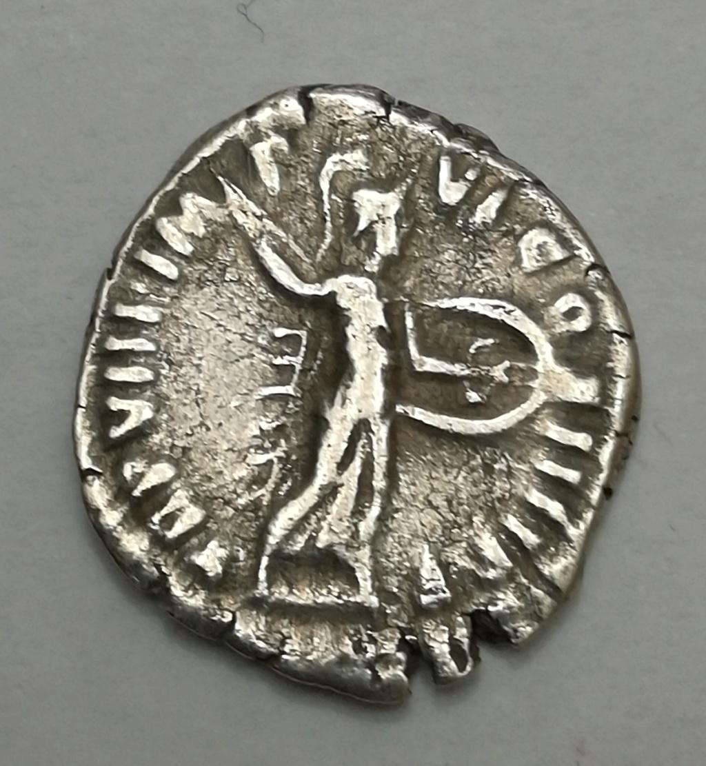 Denario de Cómodo. TR P VIII IM-P VI COS IIII P P. Minerva avanzando a dcha. Roma Img_2015