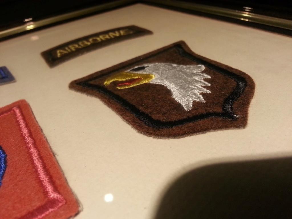 Cadre avec insignes 82 et 101 eme Airborne Thumbn13