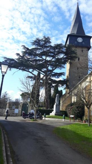 Un chouette resto et un clocher tordu dans le Gers 20200135