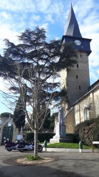Un chouette resto et un clocher tordu dans le Gers 20200136