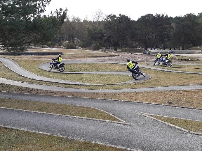 Tour de France cycliste : où et comment sont formés les pilotes moto 20210410