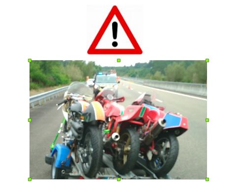 La remorque moto se fait la malle sur l'autoroute 67645010