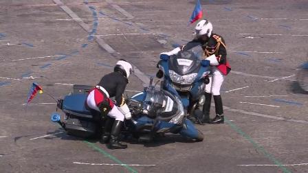 Gironde: les gendarmes aident à la reprise du guidon 87645010