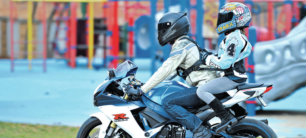 Transporter un enfant à moto ou side-car en Europe ? Childo10