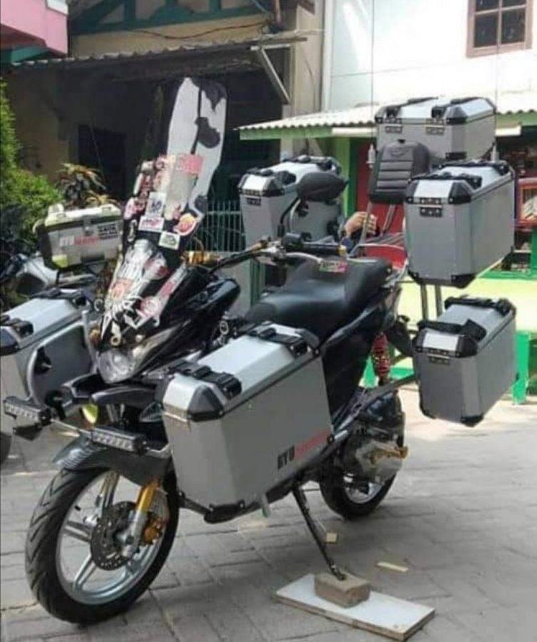 Equipement et bagagerie moto (Trail de baroudeur) Equipe11