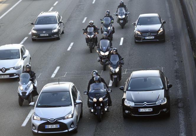"""Anne Hidalgo """"plutôt favorable"""" au stationnement payant des 2-roues à Paris Fdffff10"""