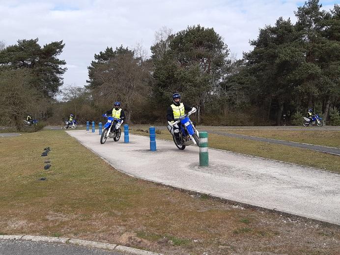 Tour de France cycliste : où et comment sont formés les pilotes moto Format31
