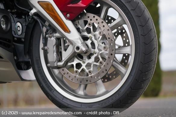 Essai moto Honda GoldWing GL1800 DCT 2021 (+vidéo) Frein-10