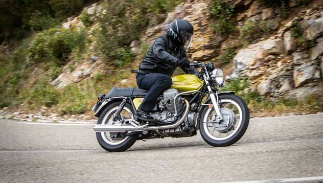 V7 750 Sport : la Guzzi la plus sportive de l'Histoire (+vidéo) Moto-g11