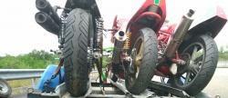 La remorque moto se fait la malle sur l'autoroute Remorq10