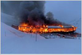 Le musée moto d'Hochgurgl part en fumée en Autriche (+ vidéo) Rrrfff10