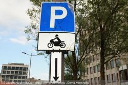 """Anne Hidalgo """"plutôt favorable"""" au stationnement payant des 2-roues à Paris Statio10"""