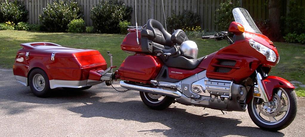 Tracter une remorque à moto en Europe Traile10