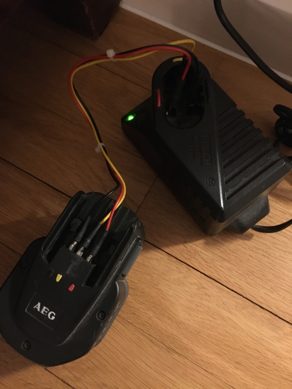 cherche chargeur batterie  45b59a10