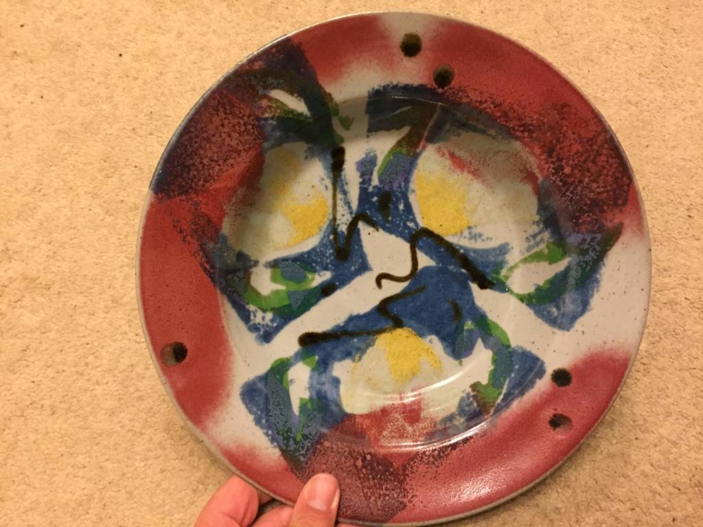 Unusual Plate signed Yerja - Chris Speyer  Img_1413