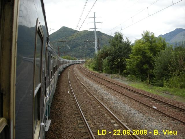 2008 - Pèlerins italiens arrivant à Lourdes... Ld_fs10