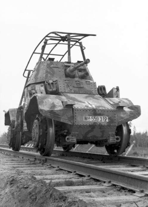 Panhard AMD 178 - Panzerspähwagen P 204 (f) Railway Fb_img10