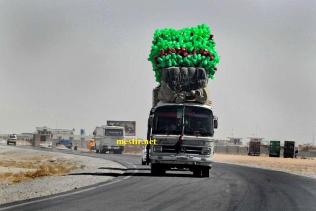 des véhicules incroyablement chargés A1012