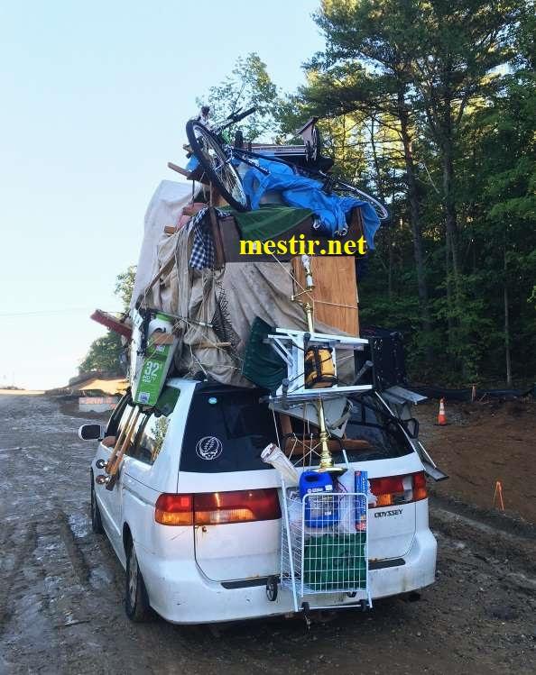 des véhicules incroyablement chargés A1610