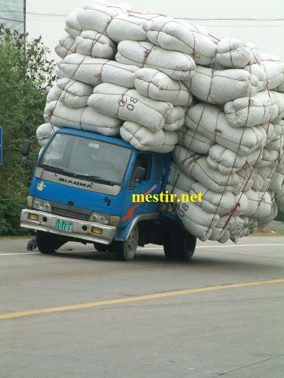des véhicules incroyablement chargés A2010
