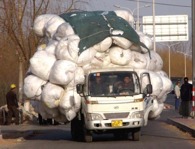 des véhicules incroyablement chargés A211