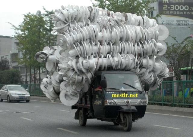 des véhicules incroyablement chargés A411