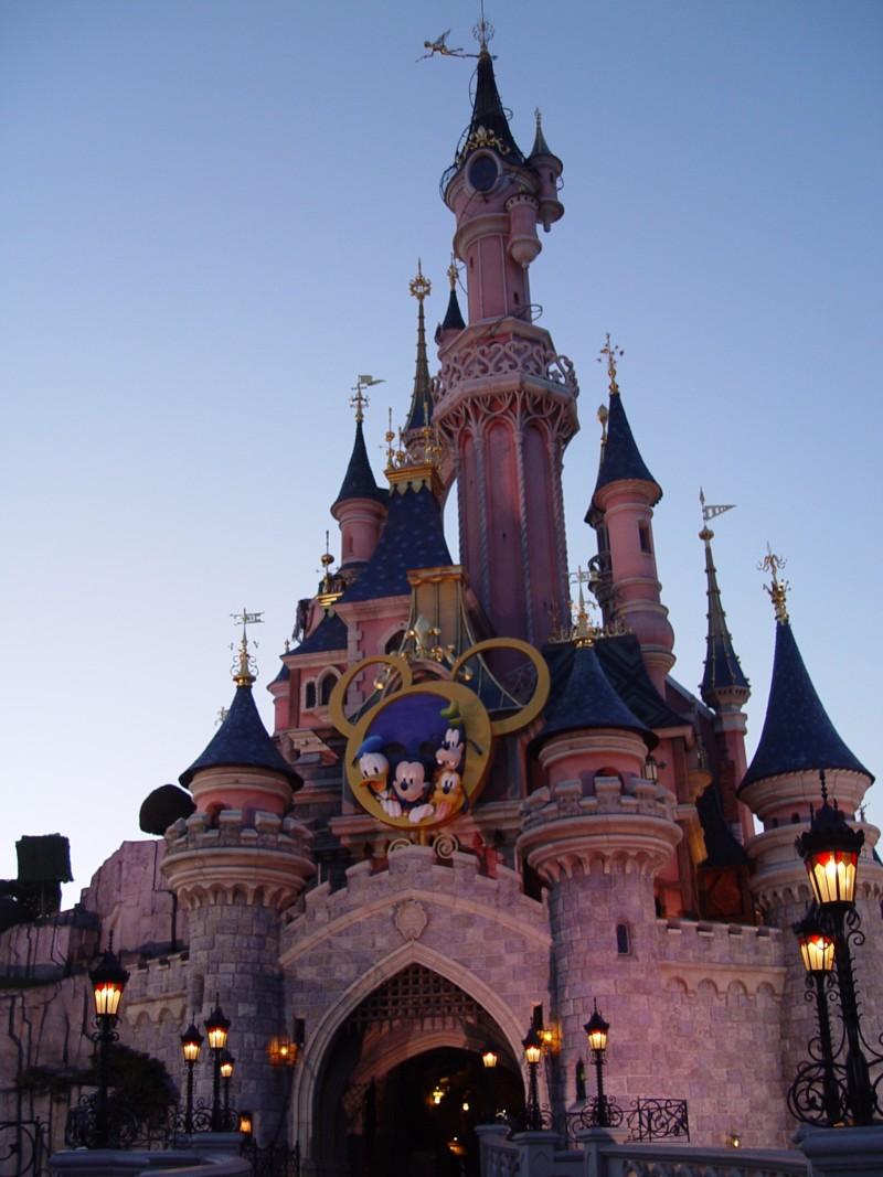 La fête magique de Mickey - Page 2 Fete_m10