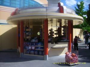 un petit kiosque tout neuf aux studios Petit_10