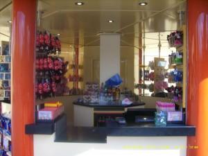 un petit kiosque tout neuf aux studios Petit_11