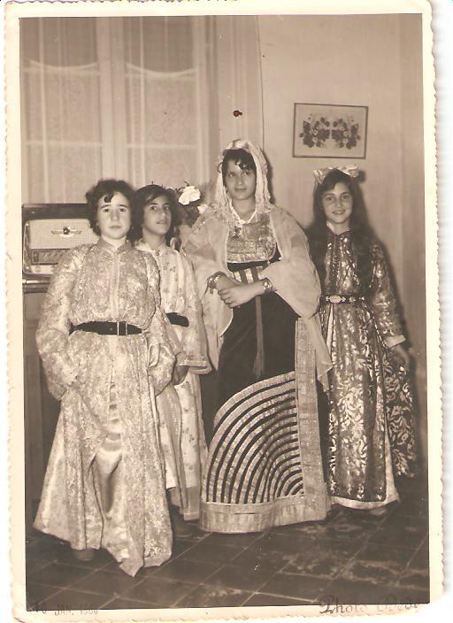 SOIR DU HENNE AVEC  LA KESOUA EL KBIRA (grande robe en arabe) - Page 2 Valise11