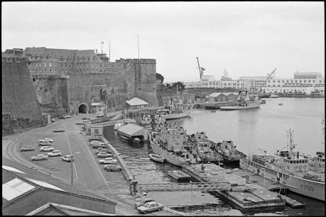 [Les ports militaires de métropole] Port de BREST - TOME 3 - Page 7 0000-b10