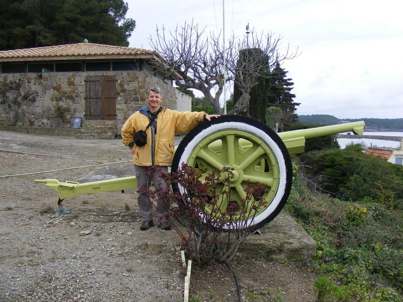 Les canons de Gruissan (R Bosc) à vendre Museeg10