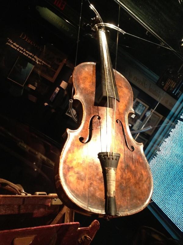 Le violon de Wallace Hartley. - Page 5 Titani11