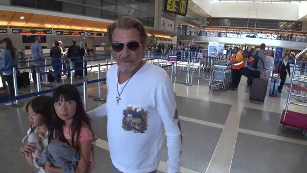 johnny et laetitia et les enfants à l'aéroport Cib7-m10